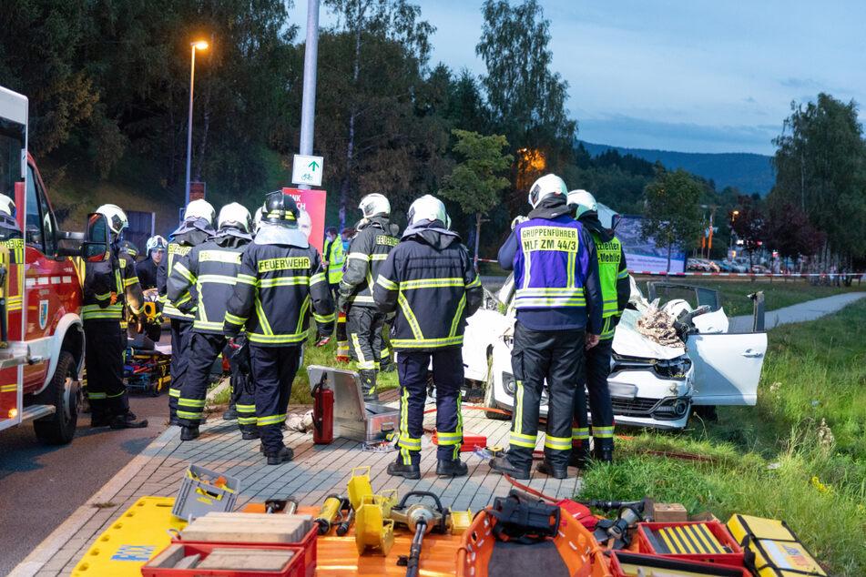 Alkoholfahrt: Renault stürzt Hang hinunter und überschlägt sich mehrfach