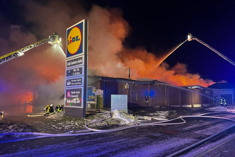 Das Feuer zerstörte einen Lidl-Markt in Aurich.