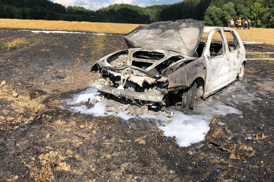 Das Auto des jungen Mannes brannte vollständig aus.