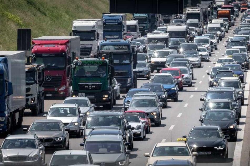 10 Kilometer Stau: Verstopfte Straßen fordern viel Geduld von Reisenden