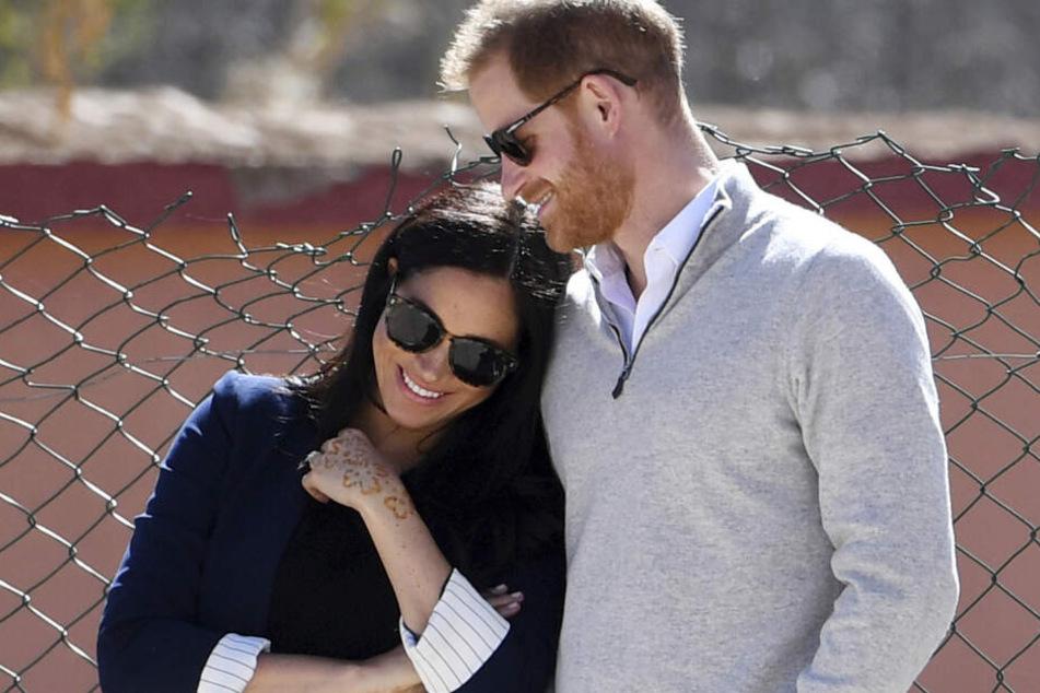 Harry und Meghan galten als das Traumpaar! Jetzt machen sie durch schlechte Personalführung auf sich aufmerksam.
