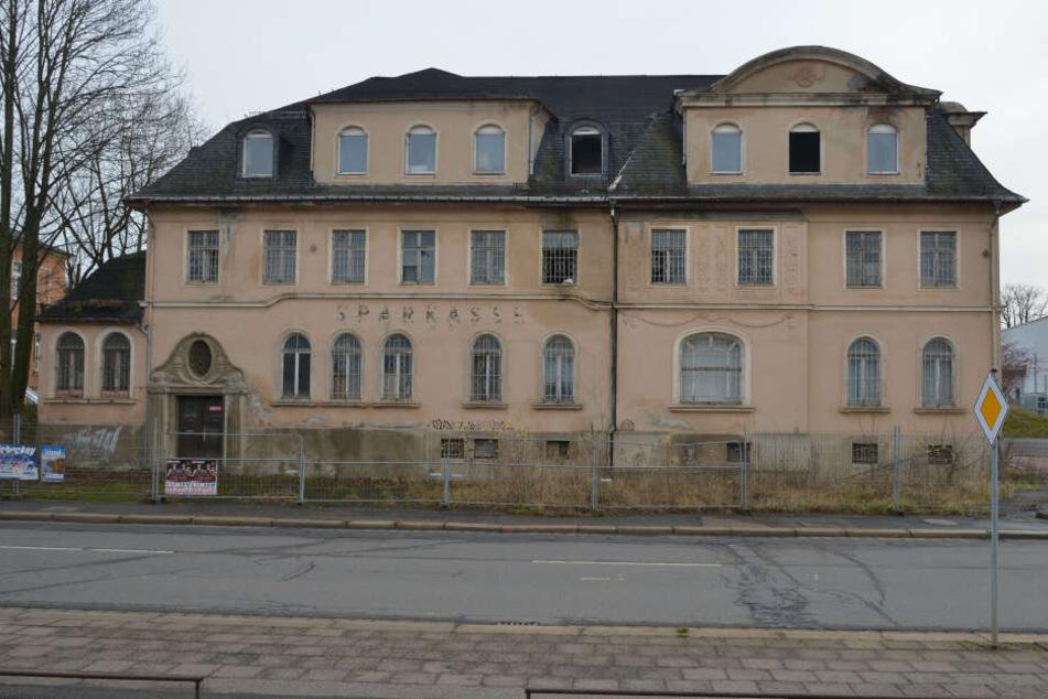 Verfall: Restaurant Schweizerhaus, später Bankhaus Carl Willecke, Stadtbank und Sparkasse in der Zwickauer Straße.