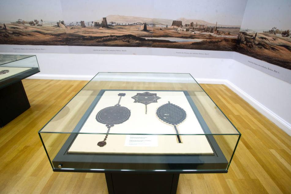 Auch Textilien frühislamischer Kunst sind in Chemnitz ausgestellt.