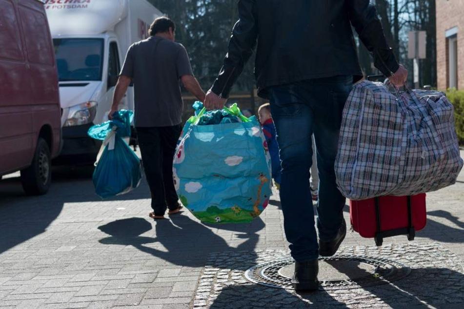 Der Berliner Senat geht davon aus, das auch in den kommenden Monaten monatlich etwa 800 Flüchtlinge nach Berlin kommen (Symbolbild).