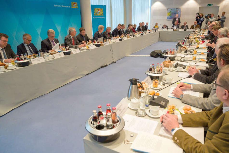 Runder Tisch in München: Diskutiert wird das Thema Artenschutz im Freistaat.