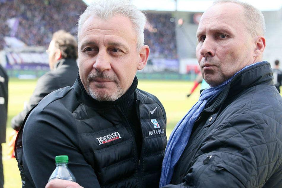 Will eine Verabschiedung: Präsident Helge Leonhardt (r.) und Pavel Dotchev.