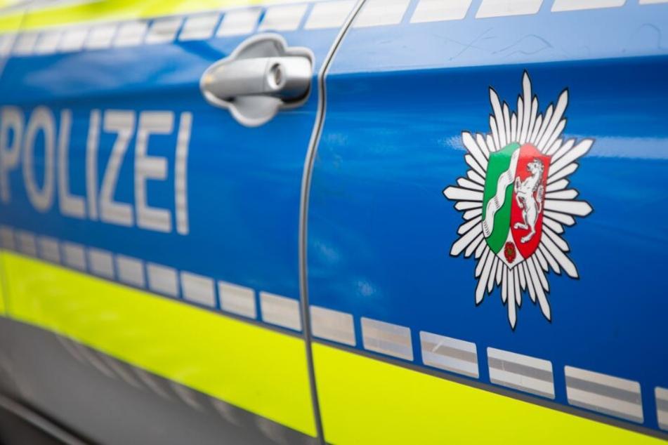 Die Polizei sichtet derzeit gefundene Datenträger. (Symbolbild)