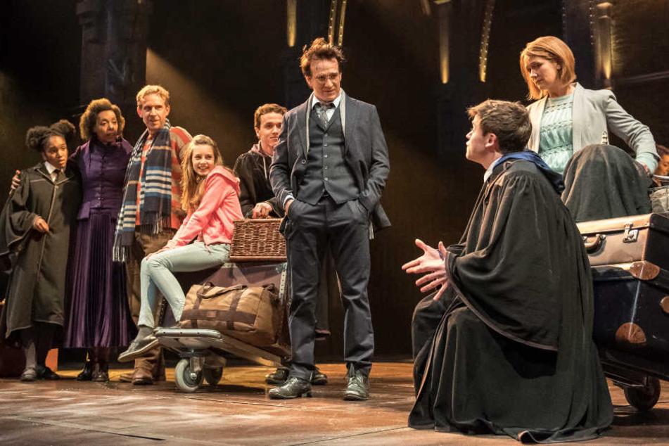 """Eine Szene des Theaterstücks """"Harry Potter und das verwunschene Kind"""" am Londoner Palace Theatre."""