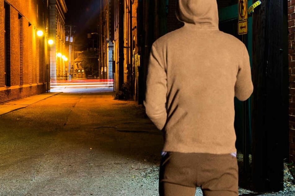 Das 23 Jahre alte Opfer war in der Nacht zu Sonntag alleine unterwegs (Symbolbild).