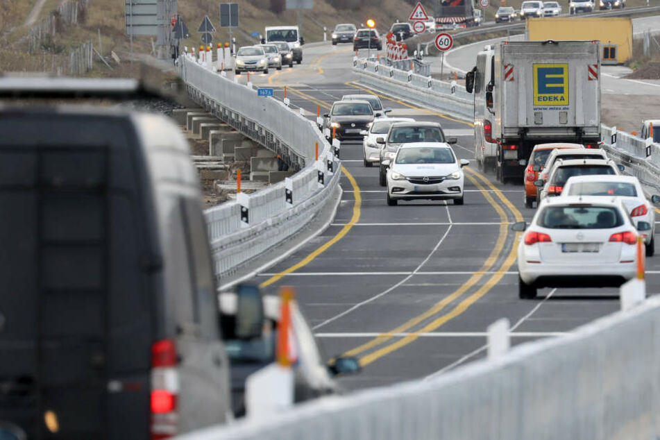 Unfall A20: Tempo 60 nicht möglich, Verkehr stockt: A20-Behelfsbrücke gleicht einer Buckel-Piste