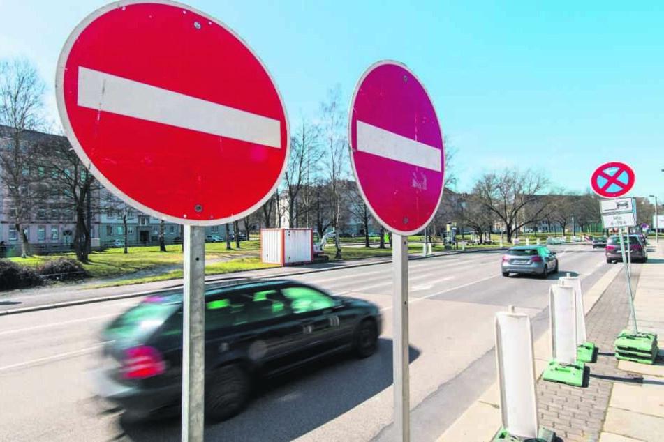 Hier droht ab Montag Stau: Auf der Augustusburger Straße wird landwärts gebaut, eine Fahrtrichtung fällt weg.