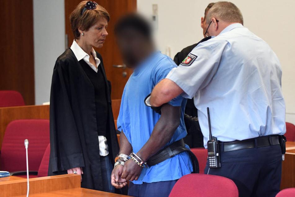 Der Asylbewerber aus Ghana (32) muss nach der Vergewaltigung einer Studentin in Bonn für zehn Jahre in den Knast.