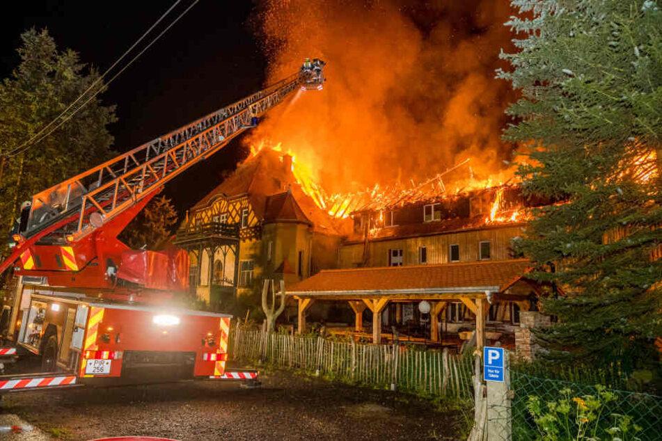 Erholungsheim in der Sächsischen Schweiz in Flammen