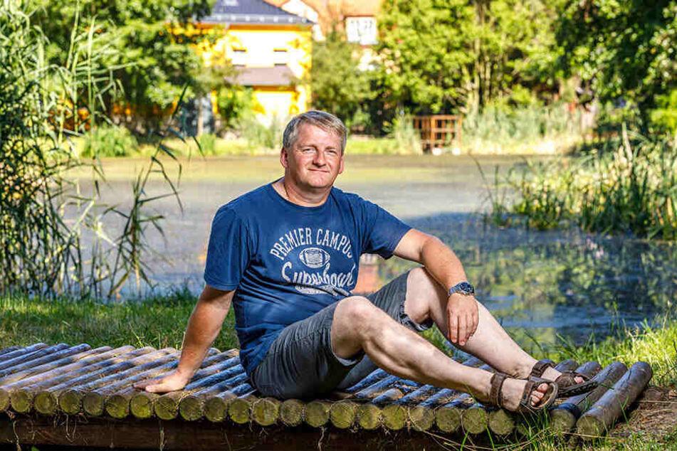"""Im alten Freibad von Kleinnaundorf drehte Stumpi 1992 teile von """"Go Trabi Go 2"""". Festumzugs-Organisator Bernd Peschel (48) freut sich schon auf den Besuch des Schauspielers."""
