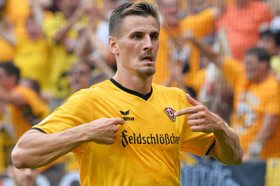Stefan Kutschke zeigte nach seinen Toren gern aufs Dynamo-Emblem. Nach seinem Weggang zum FC Ingolstadt wird das von den Dresdner Fans kontrovers diskutiert.