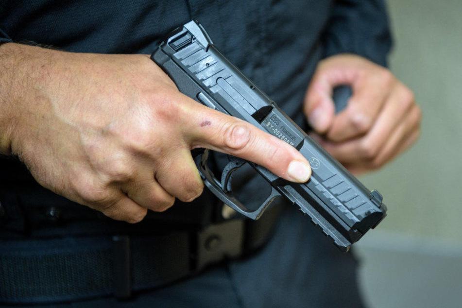 Ein Polizist machte von seiner Dienstwaffe Gebrauch.