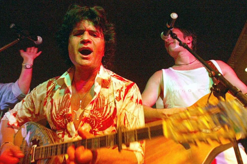 Costa Cordalis (links im Bild) bei einem Auftritt auf Mallorca zusammen mit seinem Sohn Luca im Jahr 2003.