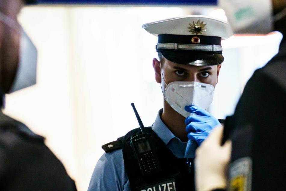 Die Gewerkschaft der Polizei fordert kurz vor dem Impfgipfel am Montag eine frühere Impfung der Sicherheitskräfte.