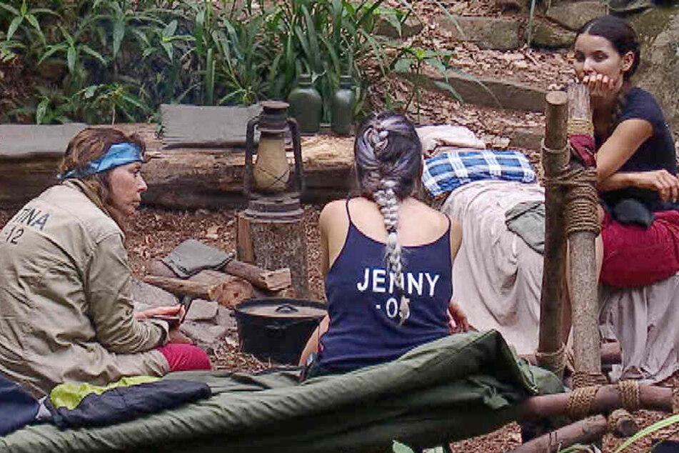 """Polka-Tina, Schwester Jenny und Nicht-Single Kattia reden und reden ... Thema? Männer und Kochgeschirr (""""Deckel und ein passender Topf"""")!"""