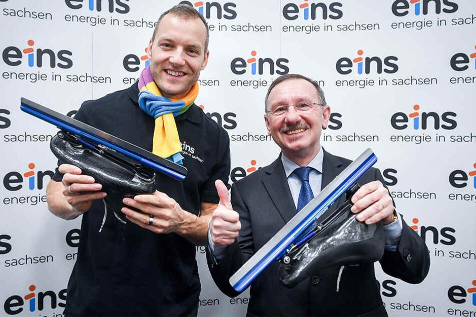 Eisschnellläufer Nico Ihle und Herbert Marquard, kaufmännischer Geschäftsführer von Ihles Sponsor enrgie.