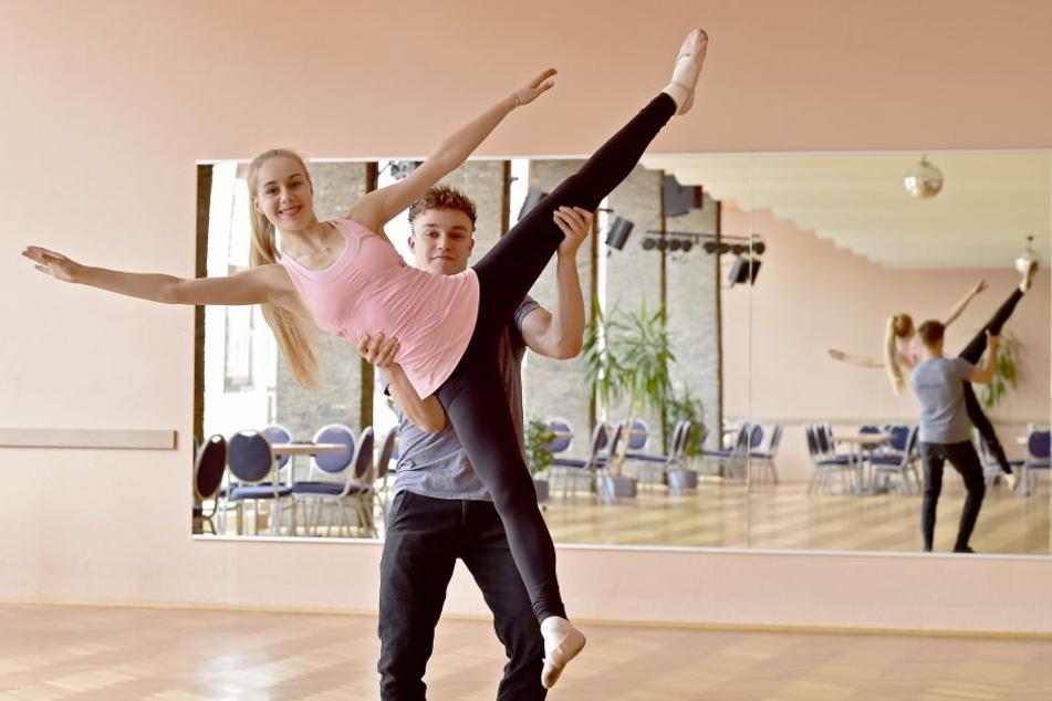 """Ein paar Ideen für die Choreografie haben sie schon ausgetauscht: Eiskunstläuferin Lutricia Bock (18) geht bei """"Star Dance"""" mit Tanzlehrer David Neubert (22) ins Rennen."""