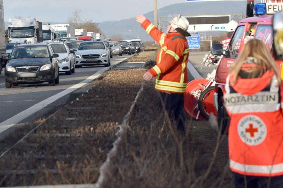 Ein Fahrer eines Kleintransporters verlor die Ladung beim Auffahren auf die Autobahn. (Symbolbild)