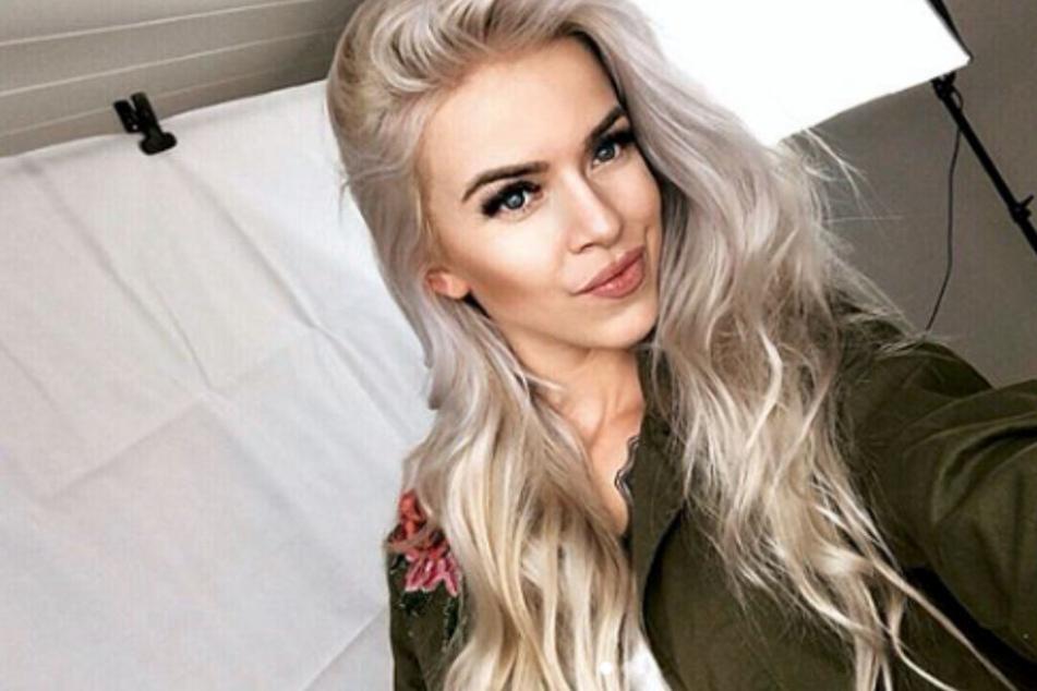 Blondes Flittchen Sandy durch die Wohnung gebumst