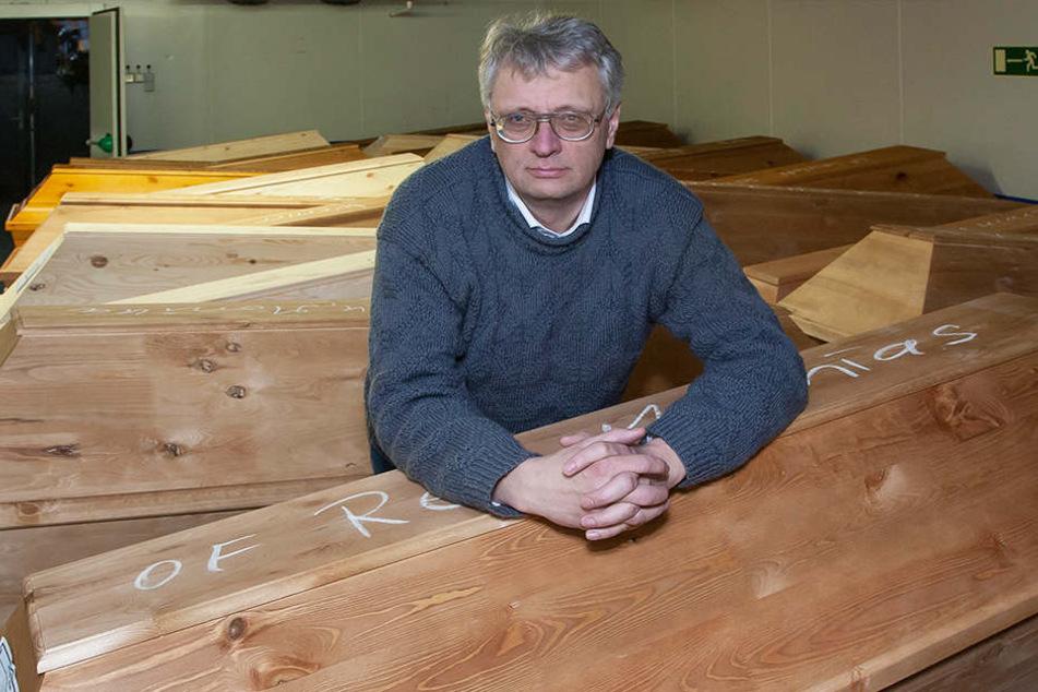 Krematoriums-Chef Jörg Schaldach (54) will anbauen, findet aber keine Bauarbeiter.
