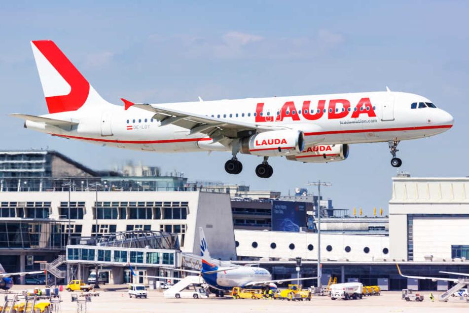 Ein Airbus A320 der Fluggesellschaft Laudamotion am Flughafen Stuttgart (Symbolbild).