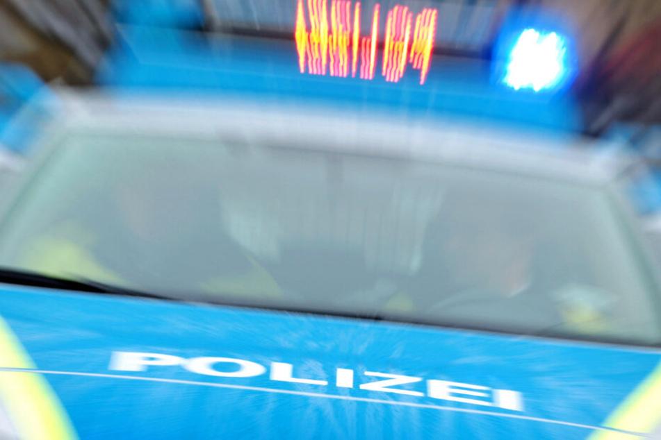 Die Polizei rückte mit einem Großaufgebot aus (Symbolbild).