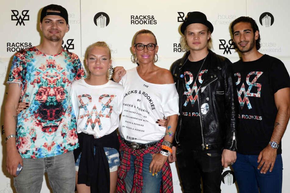 Natascha Ochsenknecht (54) mit ihren Kindern Jimi Blue (27, v.l.), Cheyenne (19), Wilson Gonzalez (29) und ihrem Ex-Freund Umut Kekilli (35).