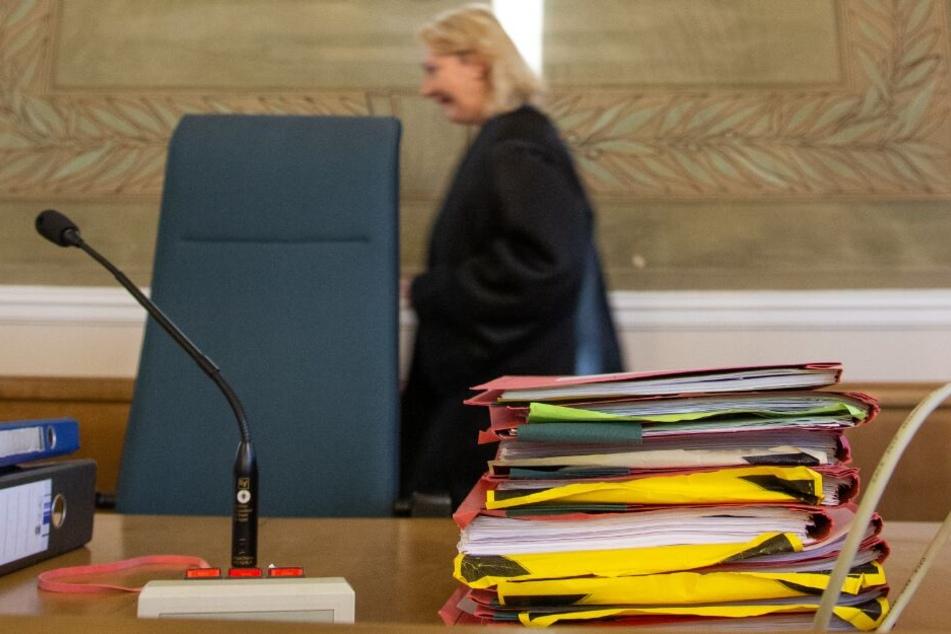 Der vorsitzende Richter verurteilte den Vater zu zwölf Jahren Haft.