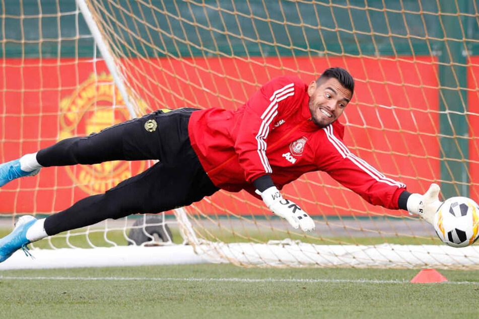 Abgetaucht ist Romero jetzt nicht nur auf dem Fußballplatz.