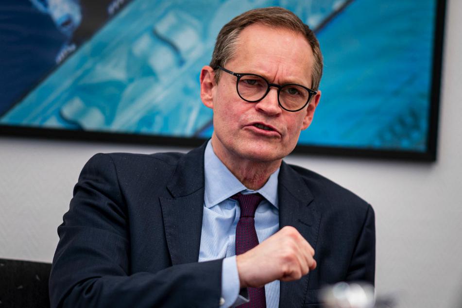Michael Müller (56, SPD) hält es für gerechtfertigt, Lockerungen der Corona-Maßnahmen zu diskutieren.