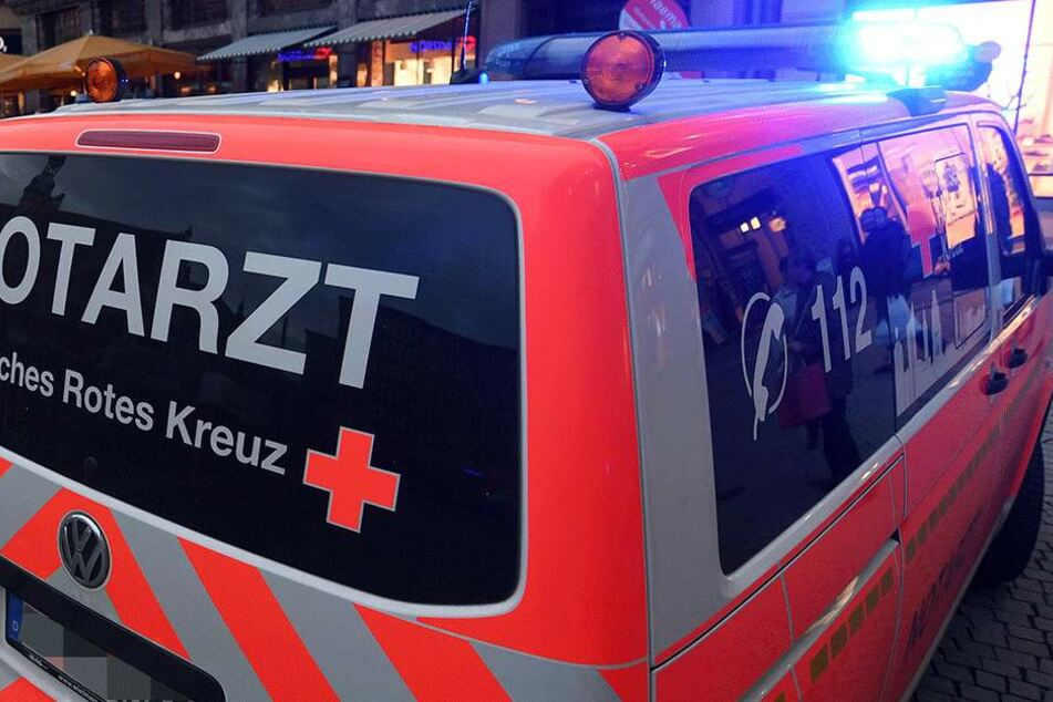 Die 16-Jährige musste mit Verletzungen am Oberkörper ins Krankenhaus (Symbolbild).