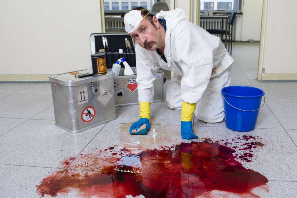 Mit Blutflecken und menschlichen Überresten am Tatort kennt sich Schotty bestens aus.