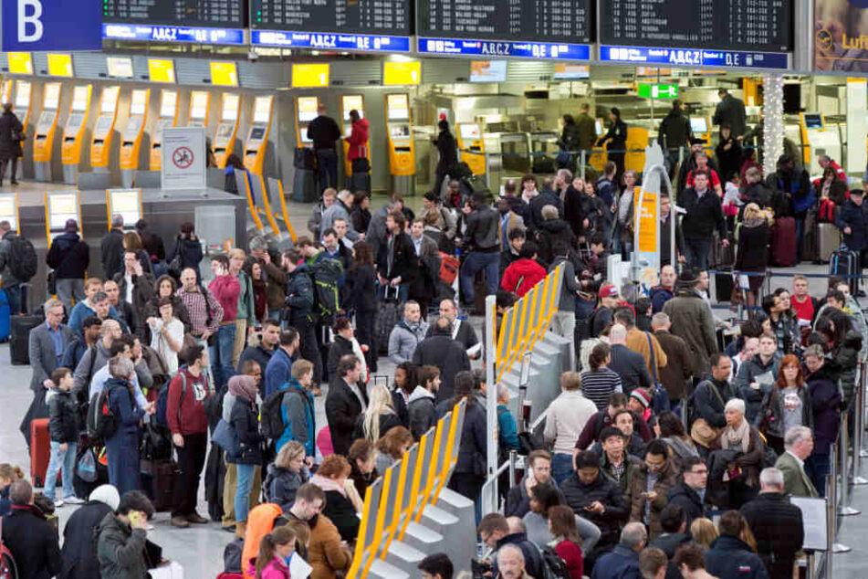 Ihr müsst Geduld mitbringen! Passagier-Ansturm am Frankfurter Flughafen