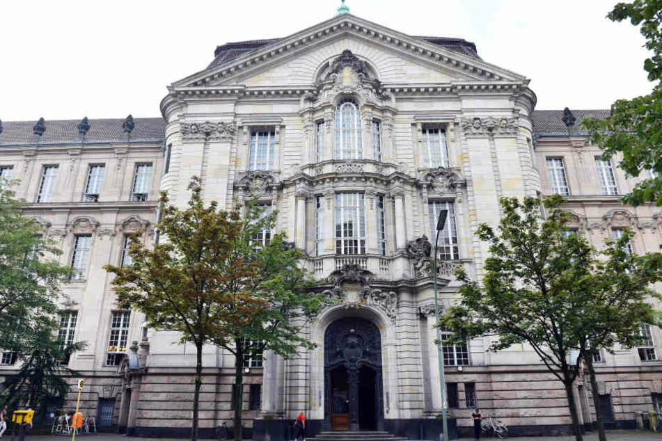 Ein 36 Jahre alter Mann muss sich wegen Raubmordes vor dem Berliner Landgericht verantworten (Symbolbild).