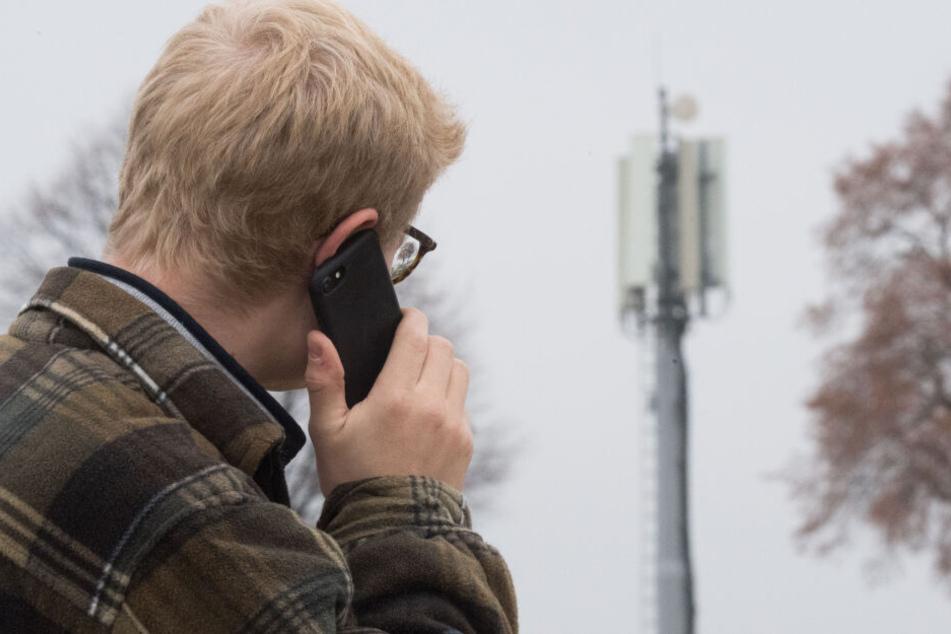 Die Leistung von Mobilfunkmasten an der deutsch-polnischen Grenze sollen sich verbessern. (Symbolbild)