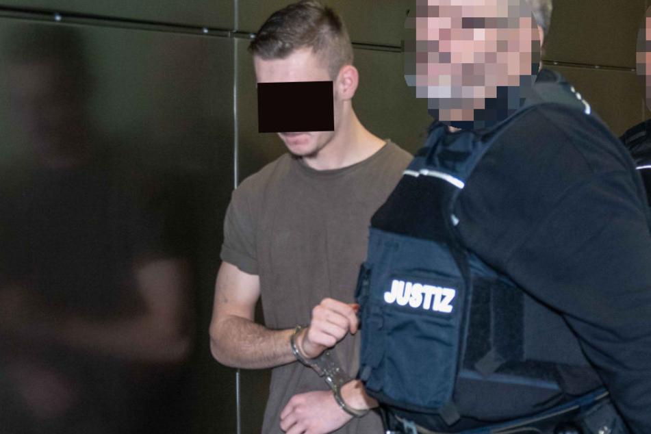 Pascal W. (16) soll am 10. Juni zunächst versucht haben, in der Bernburger Bahnhofstraße einen Mann zu erschlagen. Er schwieg am Dienstag.
