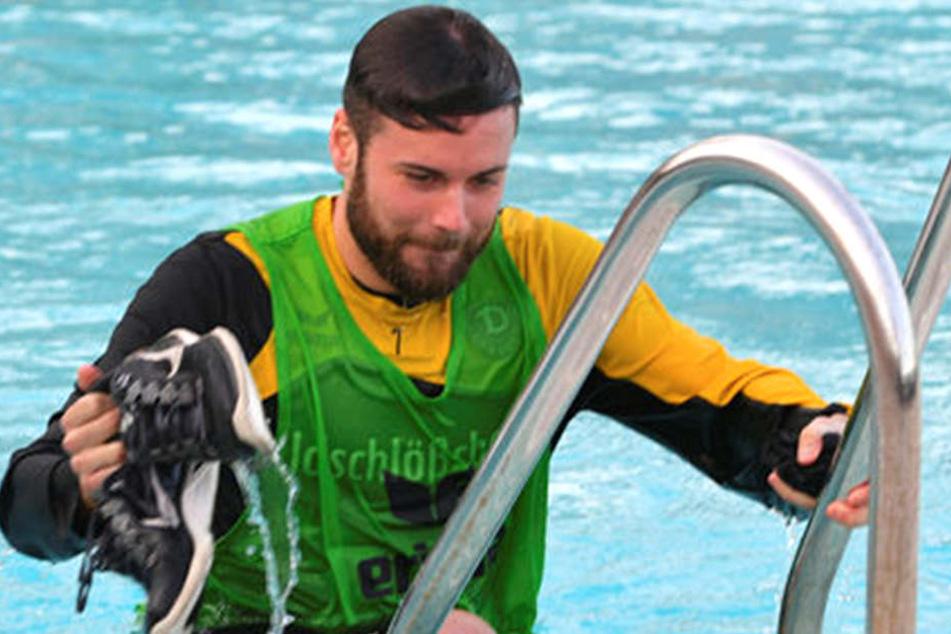 Dieser Schnappschuss landete sicher auch in den sozialen Netzwerken bei Niklas Kreuzer. Im Wintercamp in Spanien schmiss ihn Aias Aosman mal kurzerhand in den Pool.