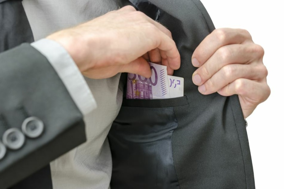 Der Tatverdächtige soll mehrere Hundert Euro aus einem Krankenzimmer entwendet haben (Symbolbild).