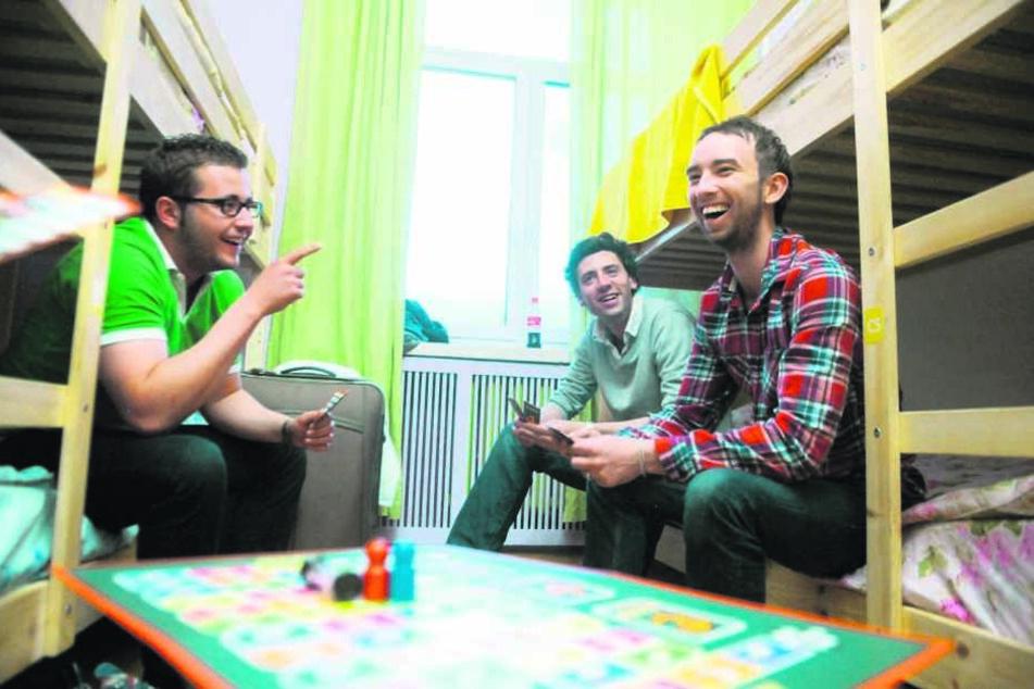 Gute Stimmung, Doppelstockbett und Hagebuttentee - das verbinden viele mit Aufenthalten in Jugendherbergen.