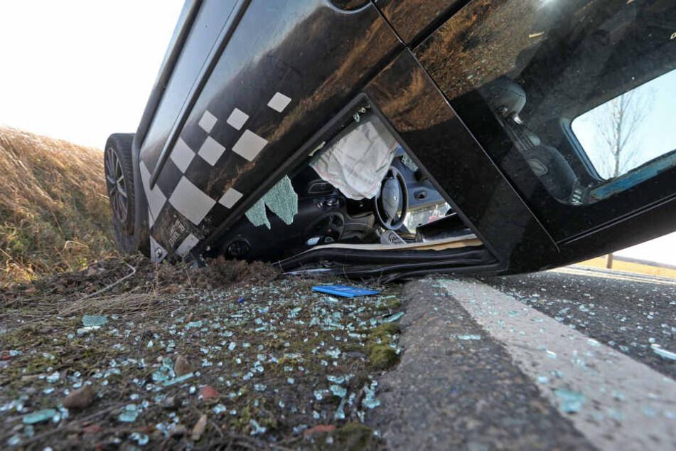 Offenbar wurden die beiden Insassen den Fahrzeuges nicht verletzt.