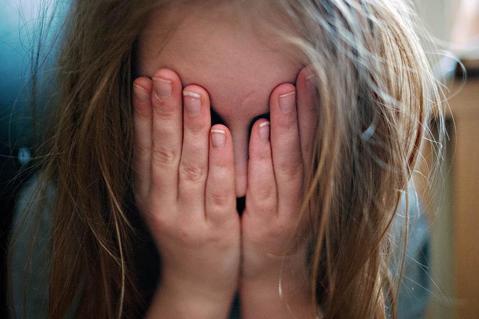 Der 9-Jährigen schien es nicht gut zu gehen. Sie wurde dem Jugendamt übergeben. (Symbolbild)