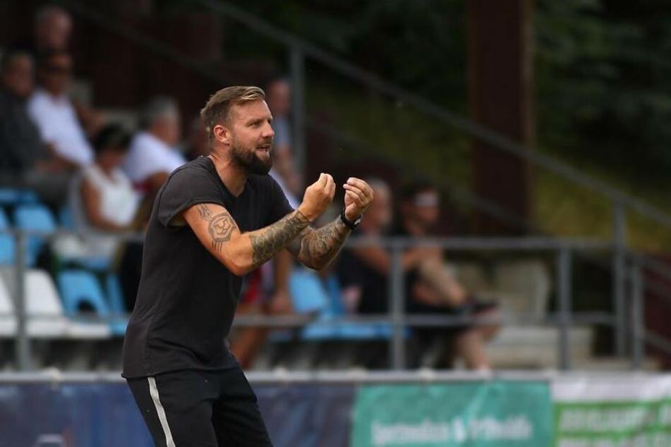 Heiner Backhaus (37) wird den FC International Leipzig am Saisonende verlassen. Auf dem rechten Oberarm hat er sich das Vereinswappen, einen Löwenkopf, tätowieren lassen.