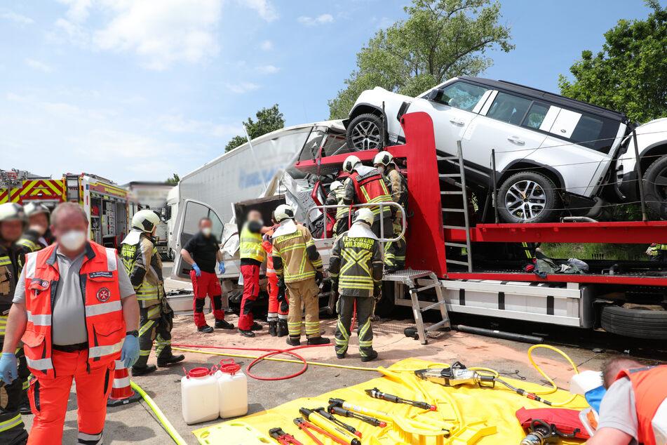 Fahrer eingeklemmt: Erst am Dienstag legte wieder ein schwerer Unfall die A4 - und in der Folge die Ausweichstrecken - lahm.