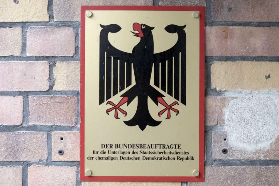 Bislang ist das Archiv Kernstück der Stasi-Unterlagen-Behörde, die als Errungenschaft der friedlichen Revolution vom Herbst 1989 gilt.