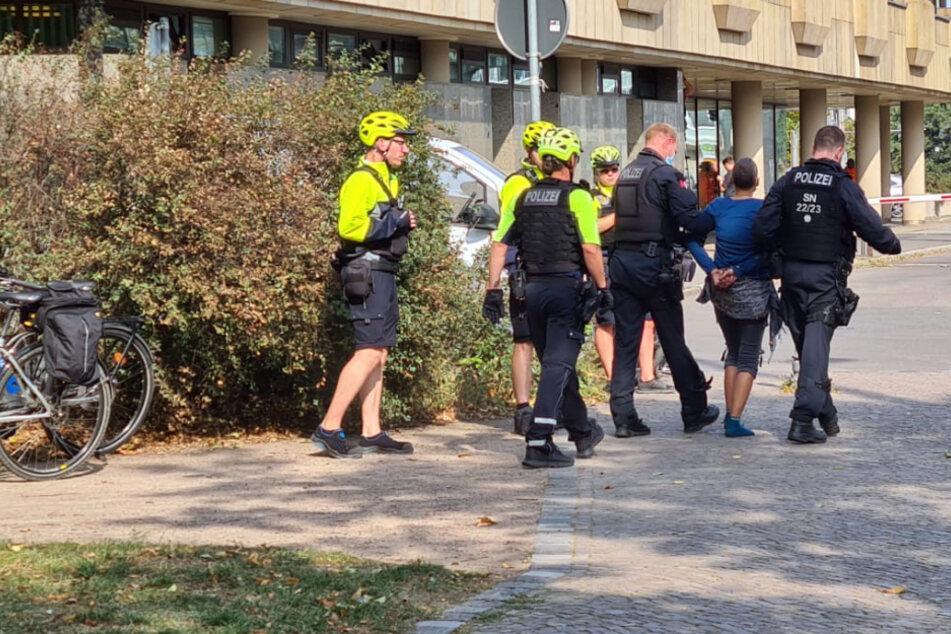 Messer bei Polizeikontrolle gezückt: Polizei gibt neue Infos zum Falschparker-Vorfall heraus