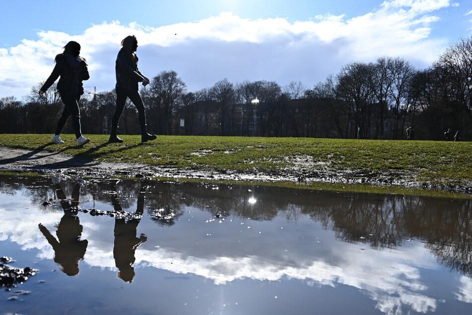 Die Menschen im Freistaat Bayern dürfen sich zu Beginn der neuen Woche auf viel Sonne und sehr angenehme Temperaturen freuen. (Symbolbild)